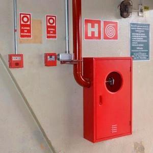 Instalação de tubulação de esgoto para hotel