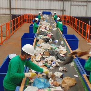 Tratamento e destino final de resíduos sólidos